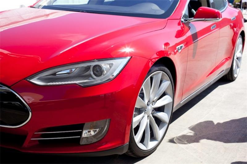 Telia kopplar upp Tesla S