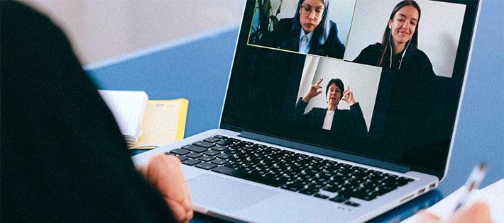 Psykologen: Därför ska du stänga av kameran på videomötet